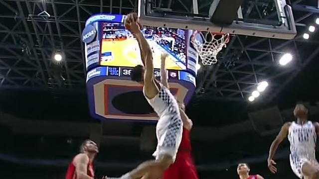 Kentucky Basketball dunk