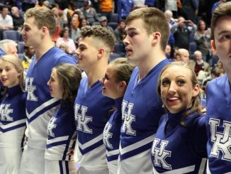 Kentucky Cheerleaders - Old Kentucky home