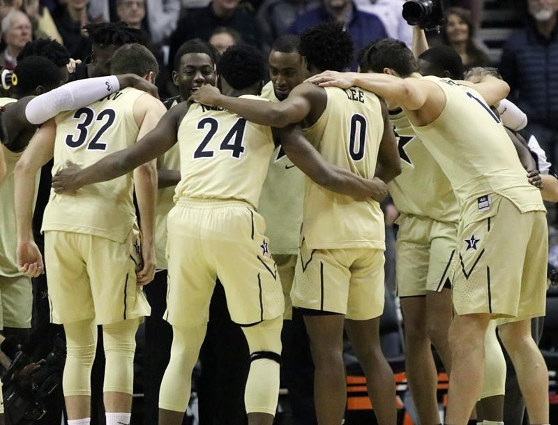Vanderbilt basketball players huddle
