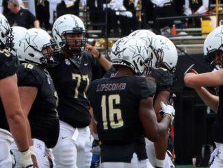 Vanderbilt football huddles